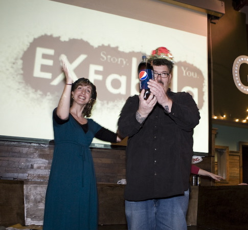 Ex Fabula founder Leah Delaney crowns Tom Crawford, the Audience Favorite. Photo by Kat Berger.